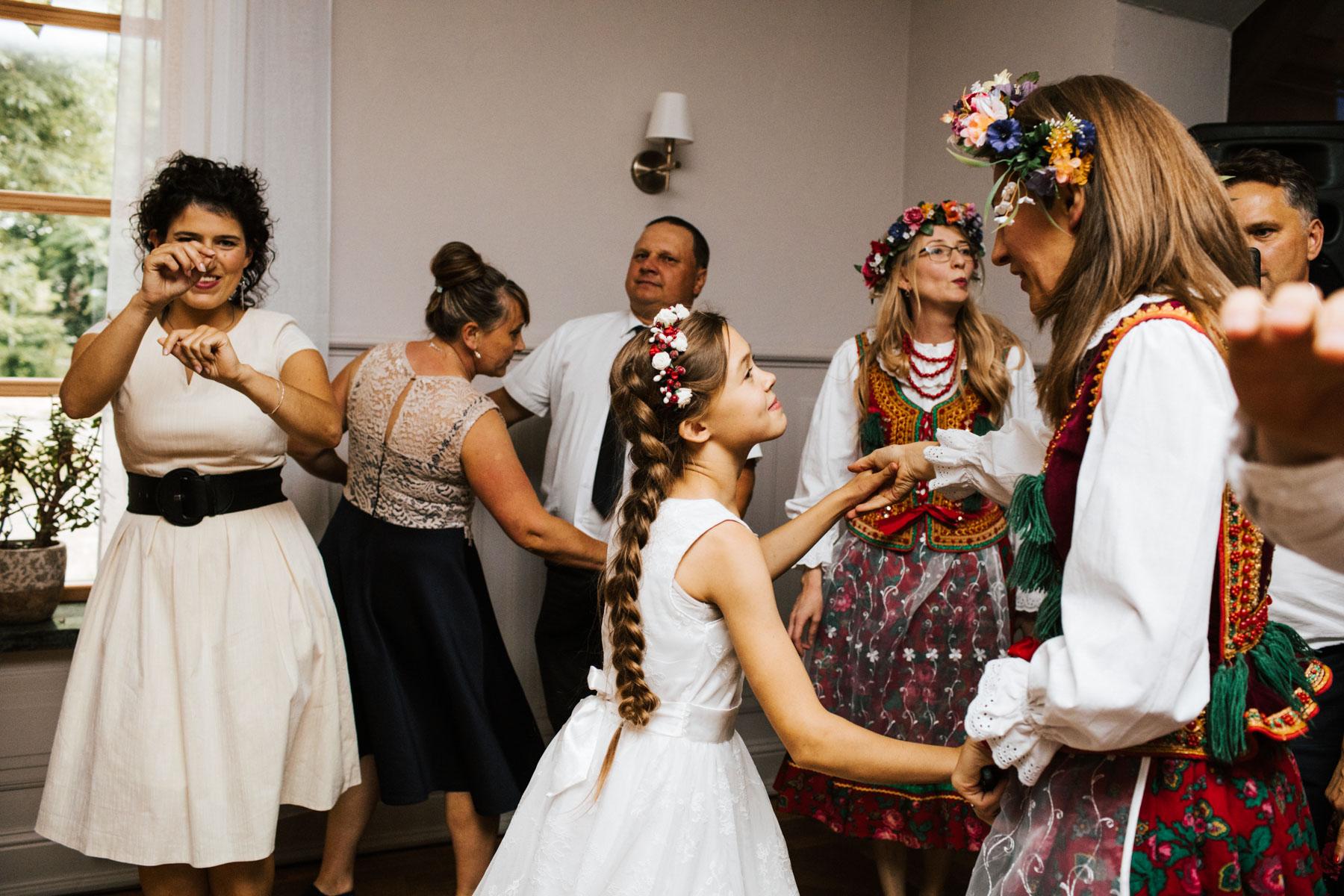 IdaKrzyzyk_slubPodLipami-186